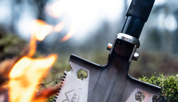 camping fire with shovel (1)